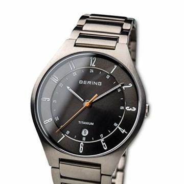Bering Herren Analog Quarz Uhr mit Titan Armband 11739-772 - 2